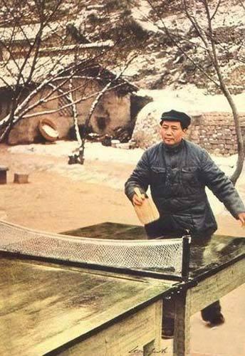 人学研究网 中华文明 华夏春秋 共和国 毛泽东在延安 打兵乓球