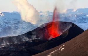 地下熔池成就冰岛火山